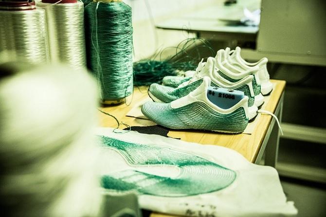 Adidas sản xuất giày từ rác thải đại dương