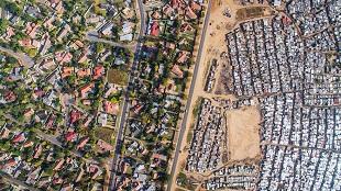 Ranh giới giữa giàu và nghèo tại Nam Phi qua ống kính drone