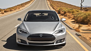 Tai nạn chết người do lạm dụng tính năng tự lái của Tesla