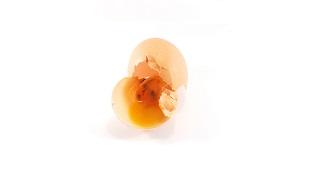 Làm thế nào nhận biết trứng thối?