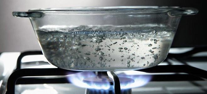 Tại sao không nên uống nước được đun sôi lại nhiều lần?