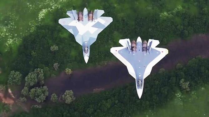 Xem hải quân, không quân Nga phô diễn sức mạnh