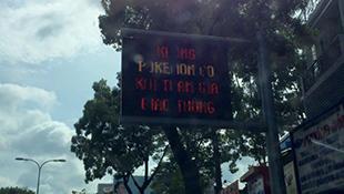 """TP.HCM ghi """"Không Pokemon Go"""" trên bảng thông báo giao thông"""
