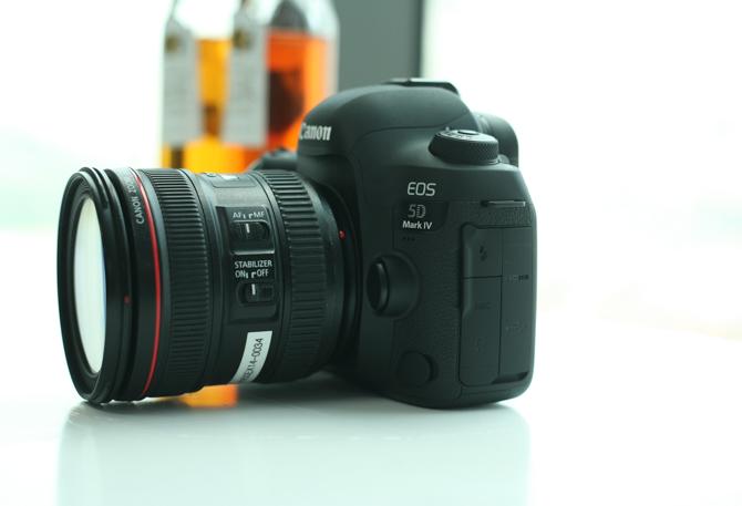 Cận cảnh Canon EOS 5D Mark IV