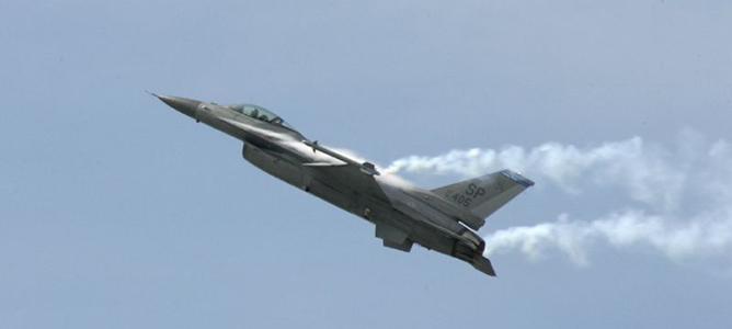 Ngất xỉu khi đang bay, phi công tập sự F-16 thoát chết thần kỳ