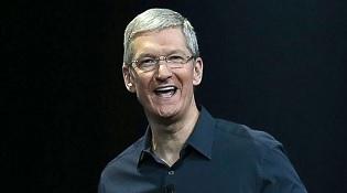 """Tim Cook nói gì về việc BlackBerry """"bỏ cuộc chơi""""?"""