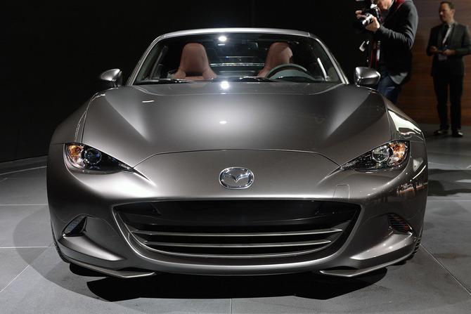Mazda MX-5 Miata RF Launch Edition 2017 giá bao nhiêu? thiết kế & vận hành 7