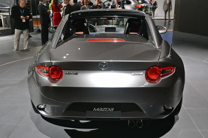 Mazda MX-5 Miata RF Launch Edition 2017 giá bao nhiêu? thiết kế & vận hành 8