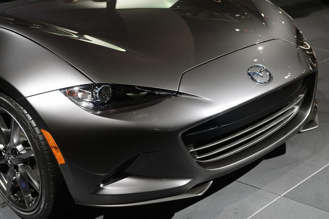 Mazda MX-5 Miata RF Launch Edition 2017 giá bao nhiêu? thiết kế & vận hành 9