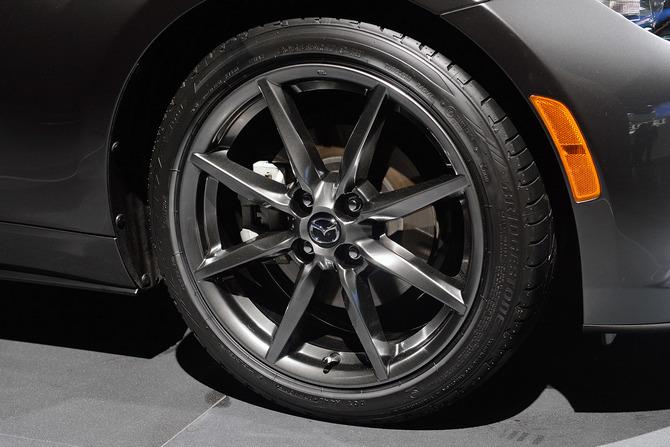 Mazda MX-5 Miata RF Launch Edition 2017 giá bao nhiêu? thiết kế & vận hành 10