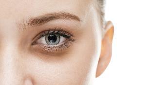 Tại sao vùng da dưới mắt dễ bị quầng thâm?