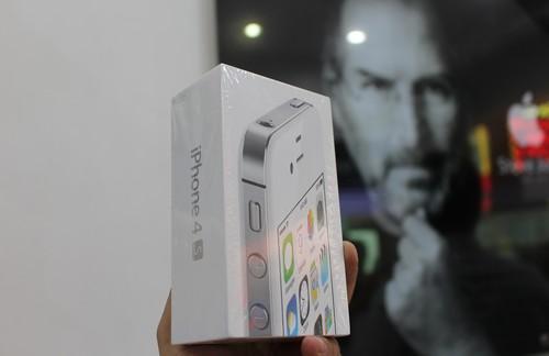iPhone 4s nguyên seal về Việt Nam giá 3,2 triệu đồng