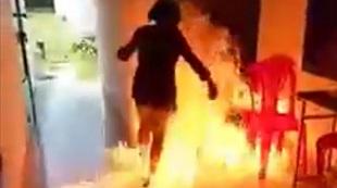 Bé gái đổ xăng đốt trường: 'Em nói đùa, nhưng bị ép làm thật'