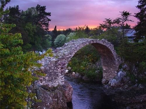Tại sao một số cây cầu lại cong?
