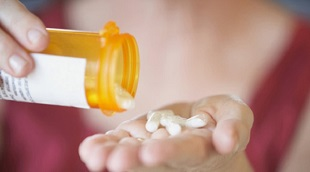 Tại sao kháng sinh không điều trị được bệnh do virut?