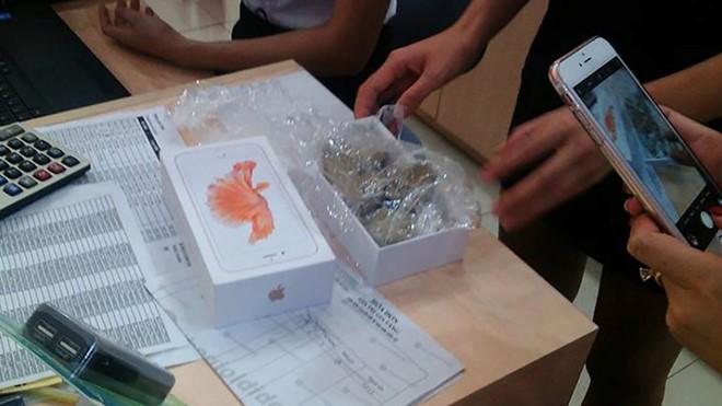 Hộp iPhone 6S chính hãng chứa toàn sỏi đá ở Yên Bái