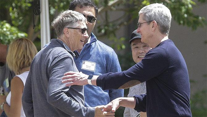 Bill Gates, Tim Cook từng là ứng viên phó tổng thống của bà Clinton