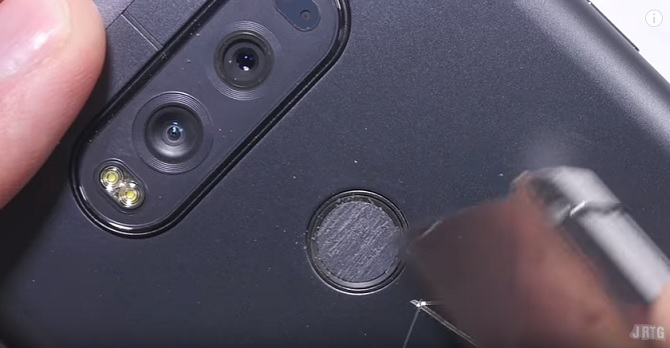 """Thử nghiệm """"hành xác"""" LG V20"""