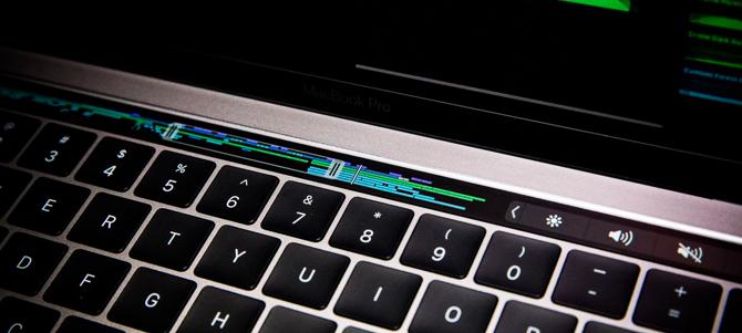 Trên tay MacBook Pro 2016: Touch Bar thú vị, mỏng nhẹ hơn, giá cao hơn