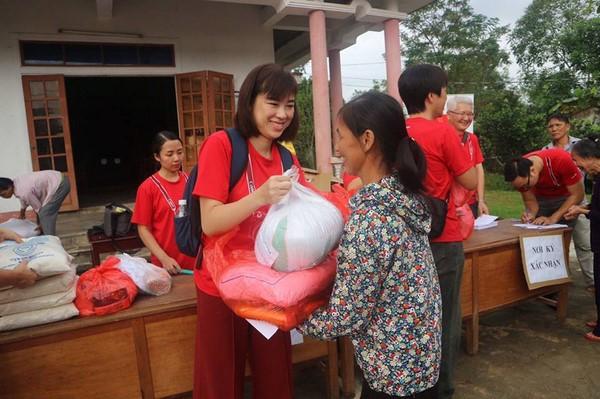 Canon chung tay cứu trợ 400 hộ dân vùng lũ miền trung