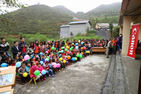 """""""Canon – Vì thế hệ tương lai"""" thắp sáng đam mê học tập cho trẻ em vùng núi tỉnh Hà Giang"""