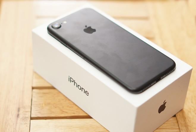 Giá iPhone 7 xách tay tiếp tục lao dốc