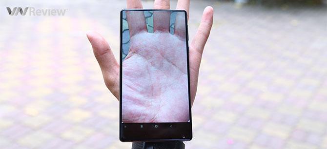 """5 bất ngờ sau vài giờ trải nghiệm smartphone """"không viền"""" Xiaomi Mi Mix"""