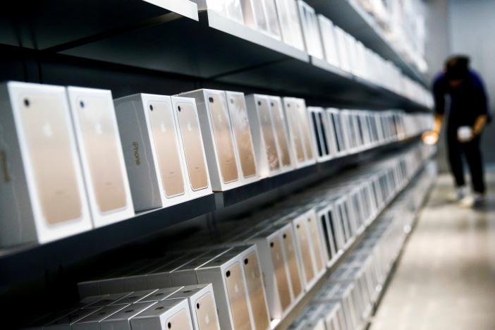 """Apple cũng phải """"khóc"""" trước người dùng iPhone Trung Quốc"""