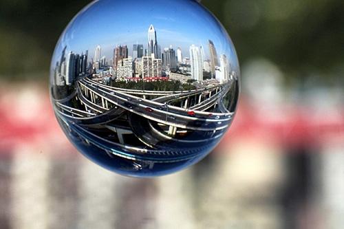 Nhiếp ảnh khúc xạ với quả cầu pha lê - Tạp Chí Designer Việt Nam