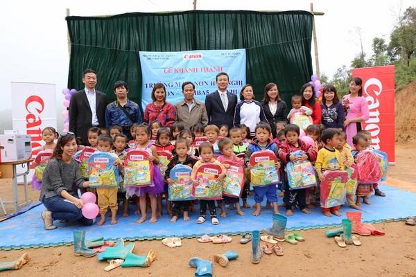 Canon mở rộng chuỗi trường học hữu nghị tại huyện Điện Biên Đông