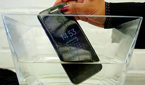 Tất cả smartphone tại Nhật đều có tính năng chống nước vì... phụ nữ Nhật