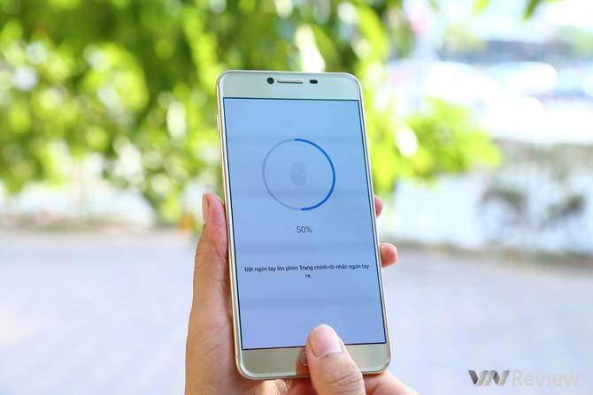 Đánh giá Samsung Galaxy C7: bản nâng cấp nhẹ của A7 2016