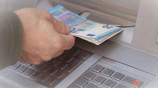 Mã độc khiến hàng loạt máy ATM tuôn tiền không kiểm soát