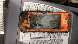 iPhone 4 khởi động lại được sau hơn một năm chìm dưới hồ