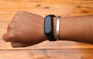 Oppo F1S sắp có thêm bản màu đen nhám, tặng kèm vòng đeo thông minh
