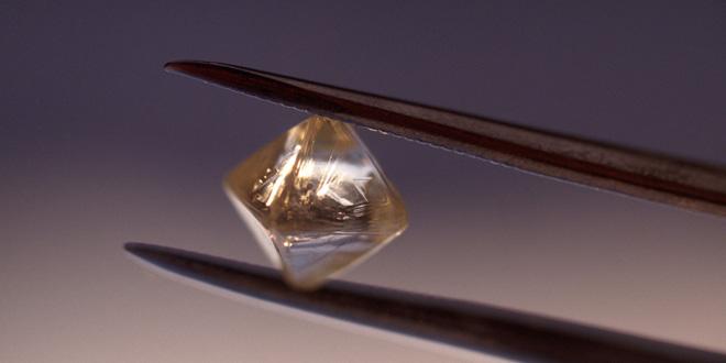 Biến chất thải hạt nhân thành pin sạch… nhờ kim cương