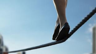Tại sao khả năng giữ thăng bằng kém đi nhanh chóng sau tuổi 40