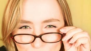 Tại sao nheo mắt lại giúp nhìn rõ hơn?