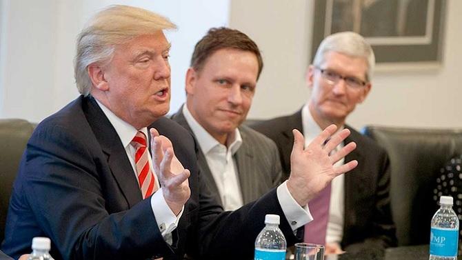 Cook giải thích lí do tham gia Hội nghị công nghệ do tổng thông Trump tổ chức