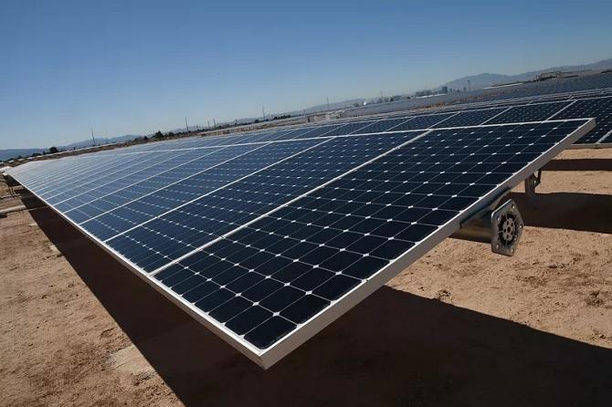 Tesla và Panasonic cùng nhau sản xuất các tấm pin năng lượng mặt trời