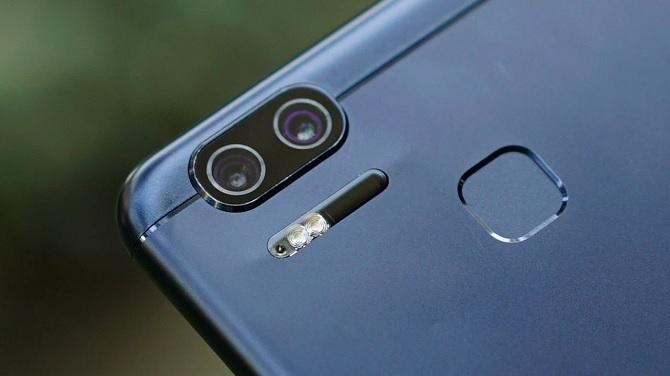 Cận cảnh ASUS ZenFone 3 Zoom: camera kép, pin 5000 mAh