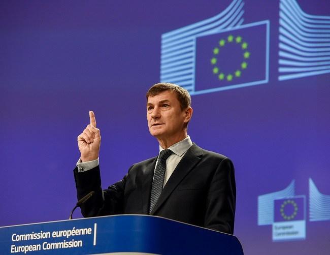 Facebook, WhatsApp, Google sắp gặp khó ở châu Âu