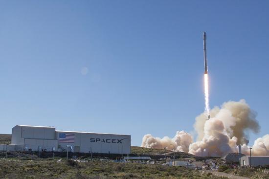 SpaceX phóng và thu hồi thành công tên lửa đẩy Falcon 9