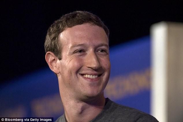 Mark Zuckerberg có dùng Facebook?