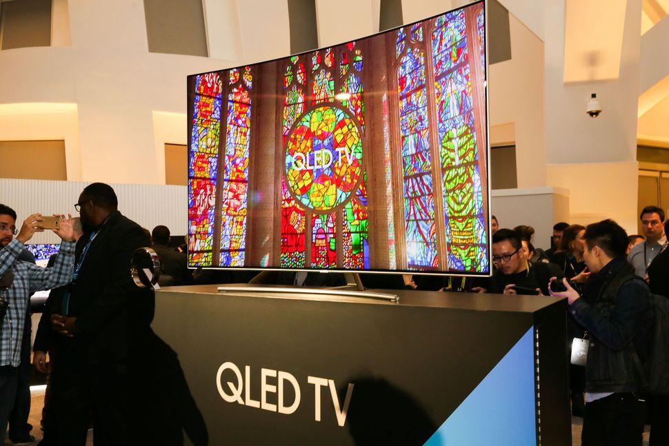 Ti vi Samsung QLED và TV LG OLED khác nhau như thế nào?