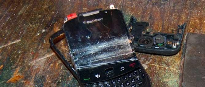 BlackBerry miệt mài bán điện thoại cả quý chỉ bằng Apple bán iPhone trong nửa ngày!