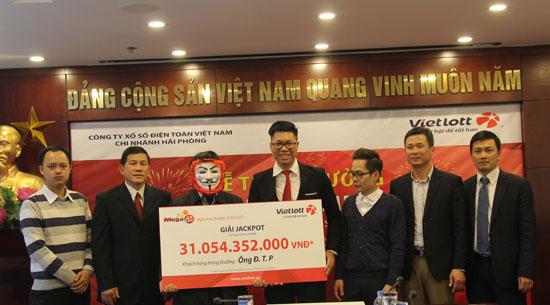 Vietlott trao giải 31 tỷ đồng cho khách hàng ở Hà Nội