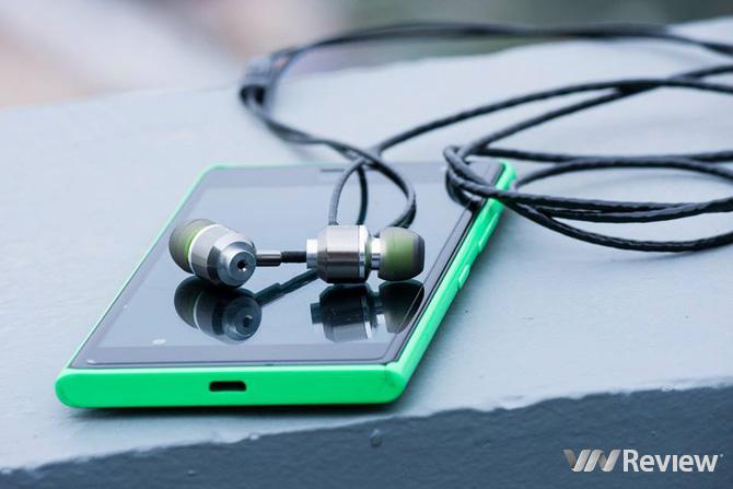 Bóng bảy, chắc chắn và đánh tạp tốt, chiếc Mc Titan mk3 hiện là một trong những lựa chọn đáng chú ý nhất của phân khúc tai nghe in-ear 550.000 đồng.