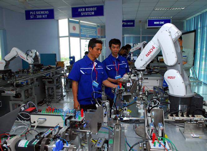 Khu công nghệ cao TP.HCM mở xưởng thực hành robot tự động hóa