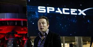 SpaceX sẽ đưa hai người bình thường bay vòng quanh mặt trăng vào năm 2018